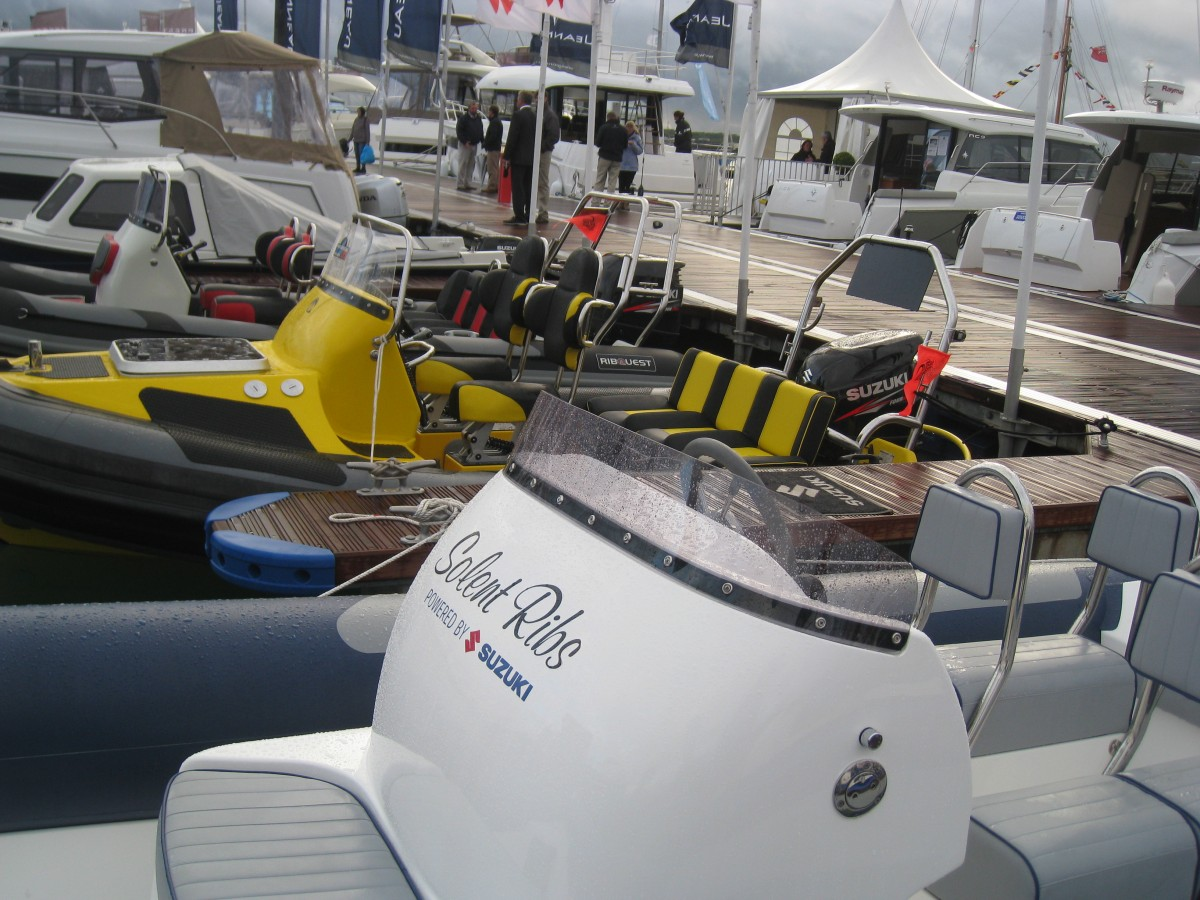 banquette rib with Bateau 24 Solent Ribs Solent Rib 7 40i on Bateau 24 Solent Ribs Solent Rib 7 40i besides Embase Pivotante Pour Banquette Aav Passager Trafic Vivaro Primastar Avt 2014 C2x20191281 besides Viewtopic in addition F 13341 Nar995125 additionally Fourgon Amenage Accueil.
